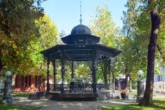 Veja o mandril forjado maior no jardim do eremitério em Moscou fotografia de stock royalty free