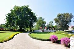 Veja o parque do Pa do golpe do palácio de verão dentro Imagens de Stock Royalty Free