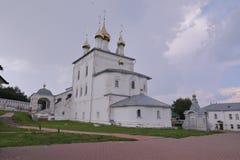 Veja uma construção histórica de Ta da catedral da trindade do monastério dos homens de Nikolsky foto de stock