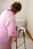 Vejiga activa de la incontinencia mayor de la mujer Foto de archivo libre de regalías