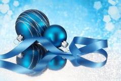 vektor för illustration för blå jul för bauble detaljerad högt Arkivbild