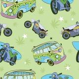 Vektor-grüne Surfbretter auf Hippie-Bus-Motorrädern Stockfotografie