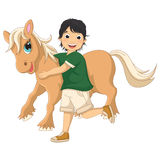 Vektor-Illustration von Little Boy, das Pony umarmt Stockfoto