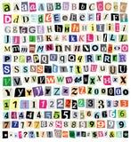 Vektor-Lösegeld-Anmerkungs-Schnitt-Papier-Buchstaben, Zahlen, Symbole Lizenzfreies Stockbild
