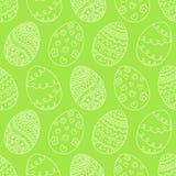 Vektor-Ostereier auf grünem Hintergrund Ostern-Feiertag nahtlos Lizenzfreies Stockbild