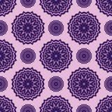 Vektor sömlösa purpurfärgade blom- Mandala Pattern Arkivfoton