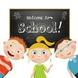 vektor Sammansättning med studenter på en skolasvart tavlabakgrund med en frihandsdrawning text, välkomnande till skolan på vita  Royaltyfri Foto