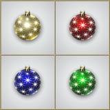 Vektor-Satz von vier Weihnachtsdekorations-Bällen mit Sternen Lizenzfreie Stockfotos