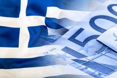 Vektor vorhanden Fokus auf Seil Fünf, 10 und fünfzig Eurobanknoten Bunte wellenartig bewegende Griechenland-Flagge auf einem Euro Stockfotos