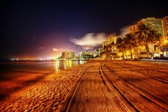 Vektorabbildung des tropischen Strandes stockfotos