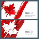 Vektoraquarellfahnen und -hintergründe Juli 1., glücklicher Kanada-Tag Gezeichnete kanadische Flagge des Aquarells Hand mit Ahorn Lizenzfreie Stockbilder