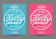 Vektorbaby showerinbjudan för pojke och flicka blå pink på grå bakgrund Arkivfoton
