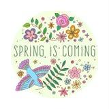 Vektorbeschriftung Frühling kommt mit dekorativen Blumen- und Vogelelementen auf weißem und beige Hintergrund, die gezeichnete Ha Stockfotografie