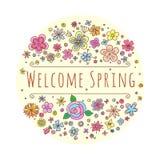 Vektorbeschriftung Willkommens-Frühling mit dekorativen Blumen- und Blattelementen auf weißem und beige Hintergrund, Hand gezeich Lizenzfreie Stockfotos