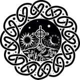 Vektorbild av det keltiska korset med månen och solen royaltyfri illustrationer