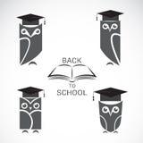 Vektorbild av en uggla med den högskolahatten och boken Arkivbilder