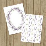 Vektorblumeneinladung oder -fahne in der Karikaturart Verspotten Sie oben auf hölzernen Brettern Vektorkranz und Muster von Gart lizenzfreie abbildung