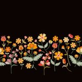 Vektorbroderigräns med gulliga lösa blommor Sömlös blom- broderad modell på svart bakgrund vektor illustrationer
