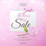 Vektorförsäljningsaffisch för rabatterbjudanden av dagen för moder` s med vanliga hortensian, pappers- shoppingpåse, pilbåge på d Royaltyfri Fotografi