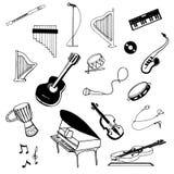 Vektorhanden som dras för att skissa av musik, instrumenterar illustrationen på vit bakgrund stock illustrationer