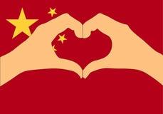 Vektorillustration av den Kina flaggan och händer som gör en hjärta att forma Royaltyfria Foton