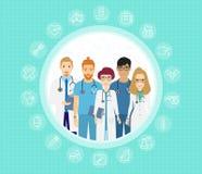 Vektorillustration av doktorslaget Lyckliga och för leende medicinska arbetare Sjukhuspersonal i likformig i plan stil för teckna stock illustrationer