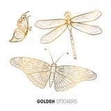 Vektorillustration av guld- fjärils- och sländaklistermärkear, prålig tillfällig tatuering Arkivbild