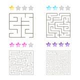 Vektorillustration av uppsättningen av 4 fyrkantiga labyrinter för ungar Royaltyfri Bild