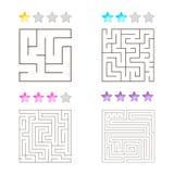 Vektorillustration av uppsättningen av 4 fyrkantiga labyrinter för ungar Arkivfoto