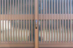 Vektorillustration, avskild beståndsdel: den lämnade och högra dörren kan vara animerad beause som de är oberoende anmärker i vek Arkivbilder