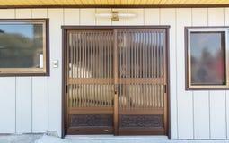 Vektorillustration, avskild beståndsdel: den lämnade och högra dörren kan vara animerad beause som de är oberoende anmärker i vek Fotografering för Bildbyråer