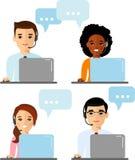 Vektorillustration im flachen Design Kundendienstleistungen und Kommunikation, Kundenbetreuung, Telefonunterstützung Lizenzfreies Stockfoto