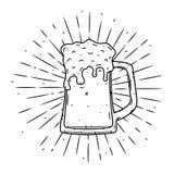 Vektorillustration med exponeringsglas av öl och avvikande strålar Använt för affisch, baner, rengöringsduk, t-skjorta tryck, pås Royaltyfria Bilder