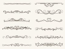 Vektorillustrationen av den dekorativa hörnramen och linjen ställde in Arkivbild