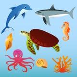 Vektorillustrationuppsättning av havsdjur på ljus - blå färgbakgrund i plan tecknad filmstil royaltyfri illustrationer