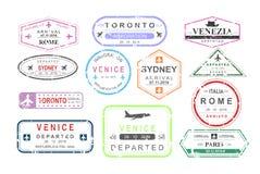 Vektorillustrationuppsättning av isolerade visumpassstämplar av att ankomma och avvikelsen, turismtecken, ankomstdokument stock illustrationer