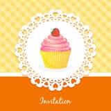 Vektorkarte mit Kuchen und Erdbeeren Lizenzfreies Stockbild