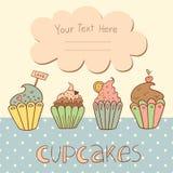 Vektorkartendesign mit süßen kleinen Kuchen Lizenzfreie Stockbilder