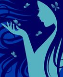 Vektorkontur av en kvinna med långt lockigt hår som spelar med fjärilar