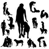 Vektorkontur av folk med hunden Fotografering för Bildbyråer