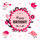 Vektorkortet för den lyckliga födelsedagen i ljus och mörk rosa färger och brunt färgar med fåglar vektor illustrationer