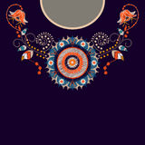 Vektormalldesign för krageskjortor, blusar, T-tröja Broderiblommahals och geometrisk prydnad paisley arkivfoton