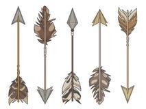 Vektorn för tecknad filmstilillustrationen ställde in av olika målpilar som dekorerades med naturliga fågelfjädrar royaltyfri illustrationer