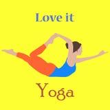 Vektorn hand-dragen yoga poserar med en härlig fridfull ung kvinna i olika balansera positioner av bönen och meditationen i lotu Royaltyfri Bild