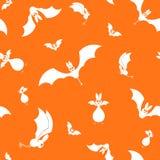 Vektorn sömlösa halloween slår till konturn på orange bakgrund Arkivfoton