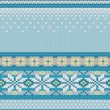 Vektornahtloses gestricktes Muster mit Schneeflocken Lizenzfreies Stockfoto