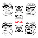 Vektorsamling med den rituella maskeringen för indian som isoleras på vit bakgrund Sakral maskering för Tlingitperson som tillhör Royaltyfri Fotografi