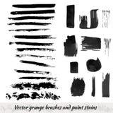 Vektorsammlung mit Schmutzbürstenanschlägen und Farbenflecken Schwarzer Tintenelementsatz Lizenzfreies Stockfoto