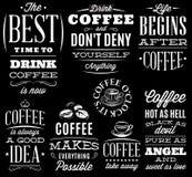 Vektorsatz dekorative Aufschriften auf schwarzem Hintergrund auf einem Thema des Kaffees Lizenzfreies Stockbild