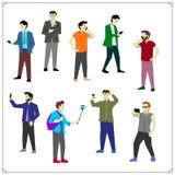 Vektorsatz des Nehmens von selfie, Smartphones und die Unterhaltung, das Simsen und das Hören halten Leute mit Handys und Smartph stock abbildung